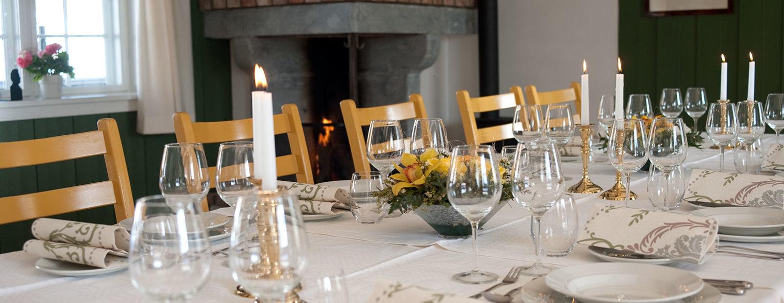 Dekket bord i Folkestua, Aulestad Bjørnstjerne Bjørnsons hjem