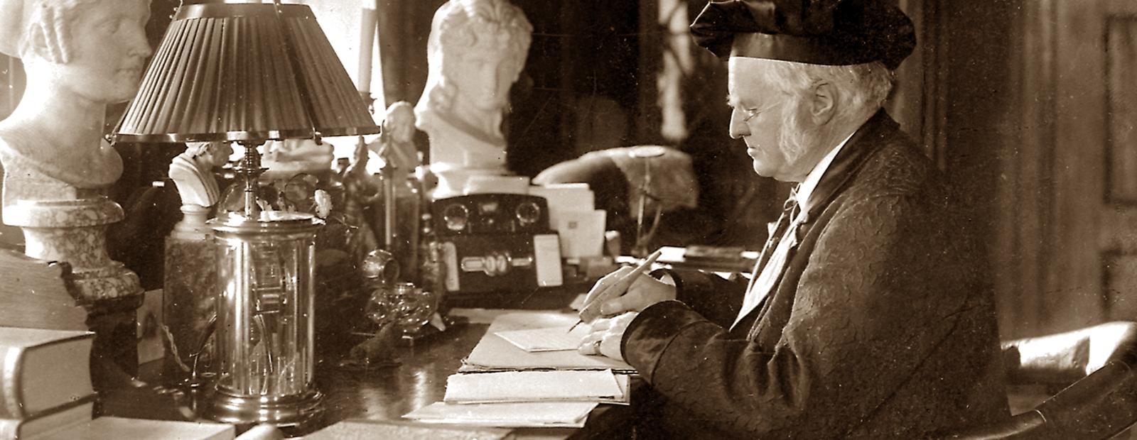 Bjørnson ved skrivebordet
