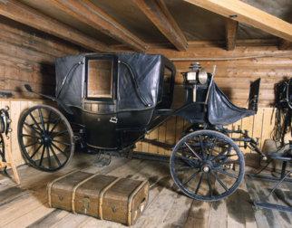 Bjørnstjerne Bjørnsons landauer er utstilt i vognskjulet på Aulestad