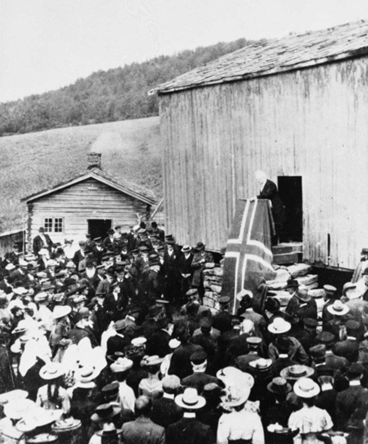 Bjørnson taler på gården Myhre i Gausdal