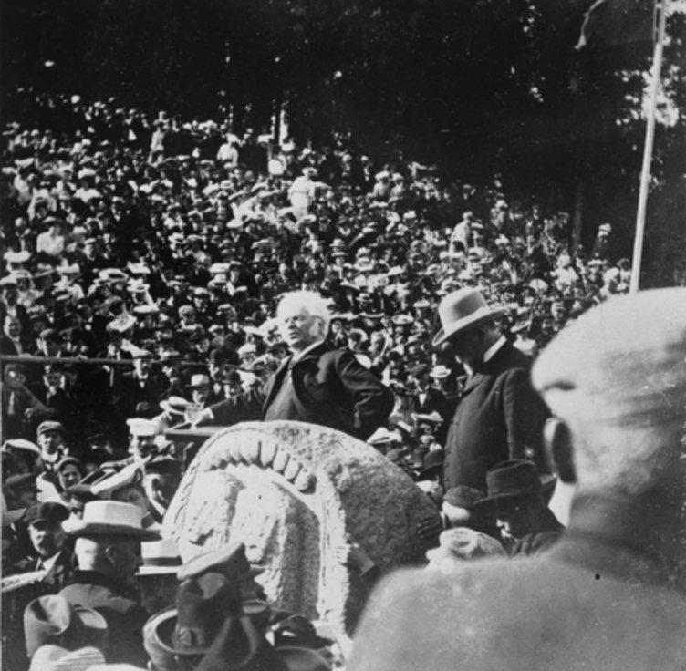 Bjørnson taler på Skamlingsbanken 1906